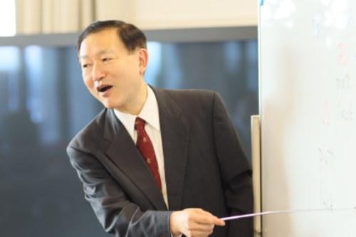 レッスン中の代表講師泉幸男