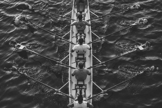 みんなで漕ぐボート