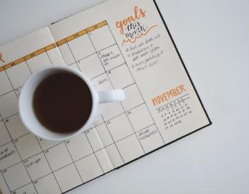 スケジューラーとコーヒーカップ